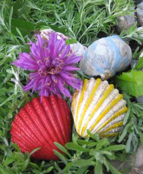 Muscheln im Garten als Deko