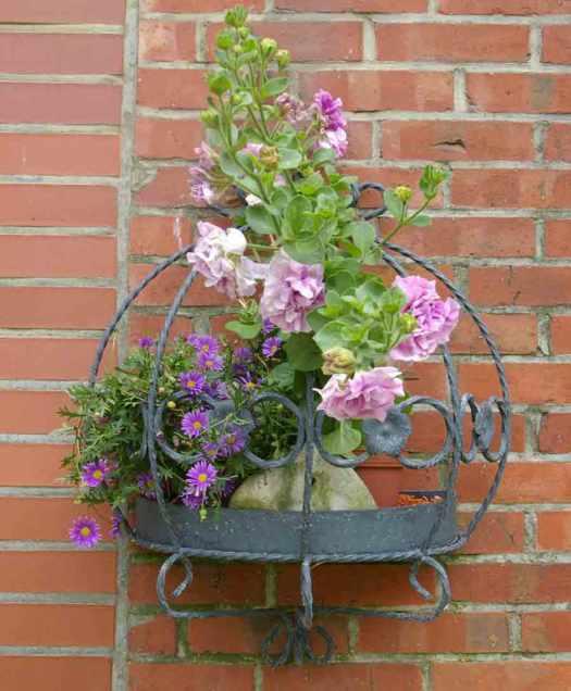 schmiedeeisernes Blumengestell