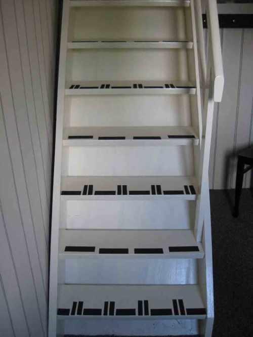 Treppe bekeben mit Anti-Rutsch-Band