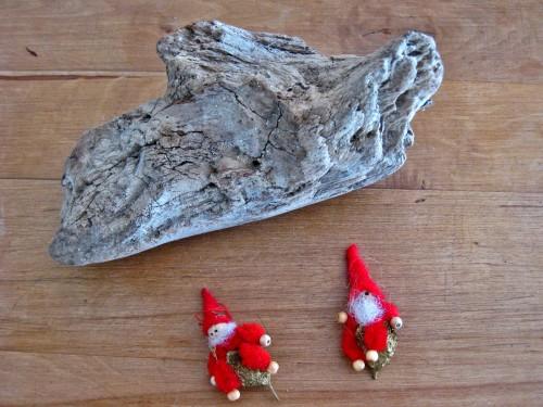 Weihnachtsbastelidee mit Wichtelnauf Treibholzstueck