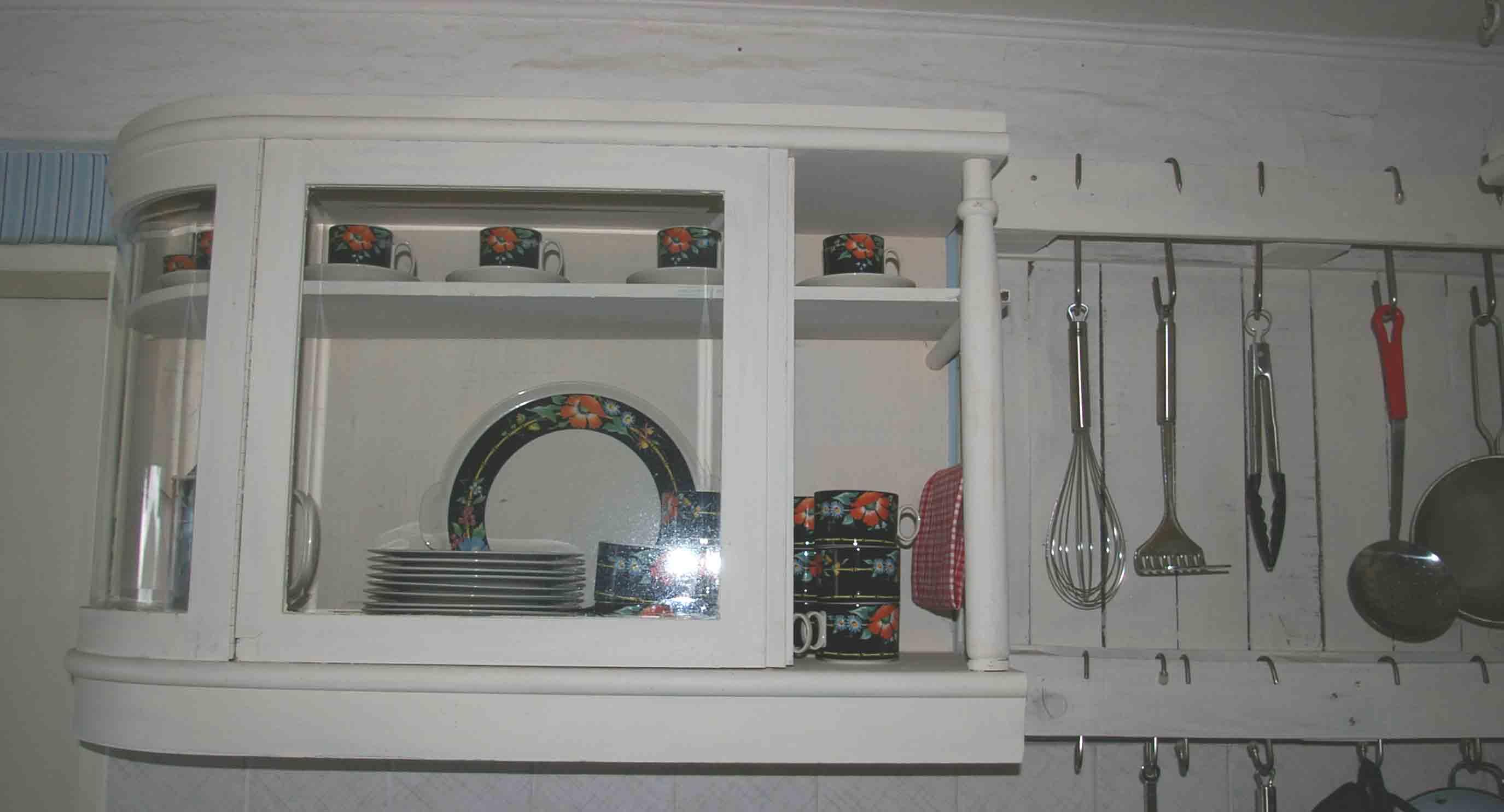 selbermachen eine pinnwand aus einem alten fenster bauen recyclingkunst und der versuch. Black Bedroom Furniture Sets. Home Design Ideas