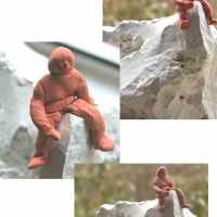 Bilderrahmen reparieren, mit Hühnerdraht umfunktionieren und der Mann auf dem Berg