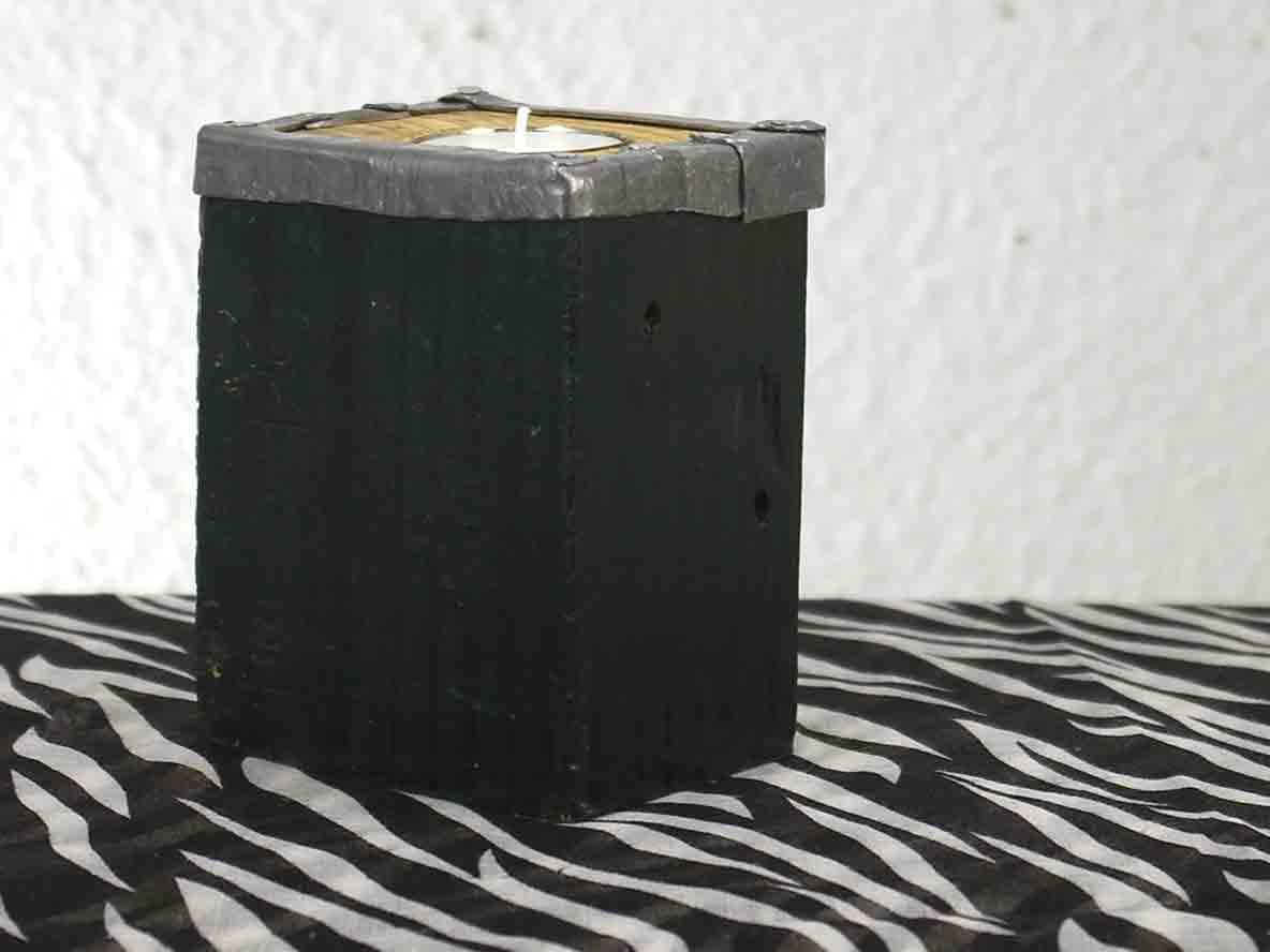Kerzenständer schwarz aus Holz mit Metallrand, Idee