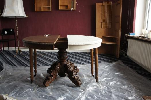 alter Tisch leicht kaputt