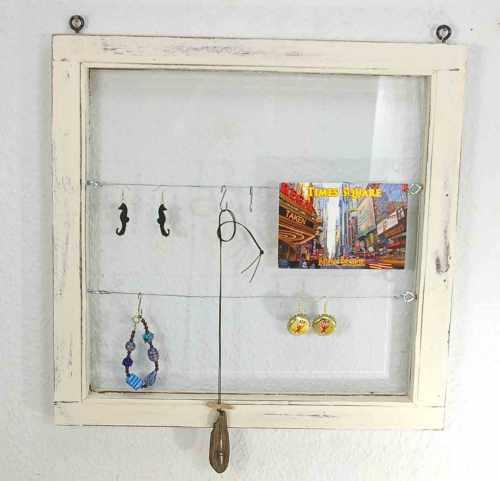 Fotowand aus altem Fenster bauen
