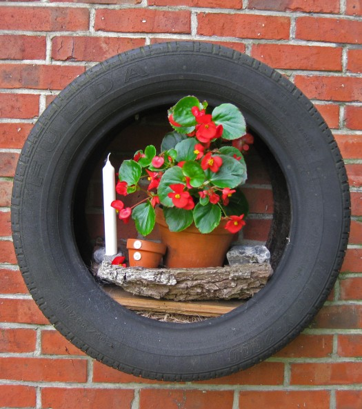 Autoreifen als Blumenbord
