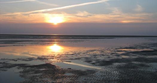 am Meer geht die Sonne unter