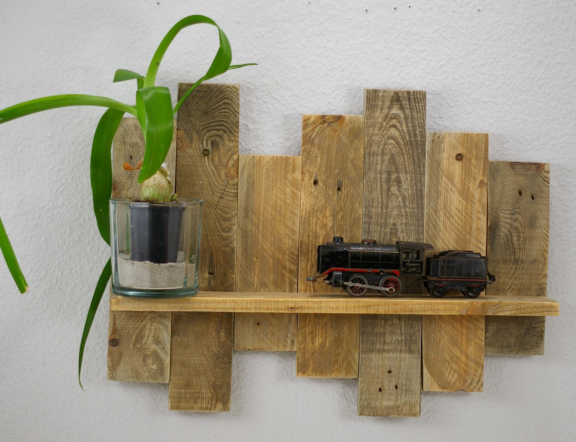 Wandregal aus Palettenholz