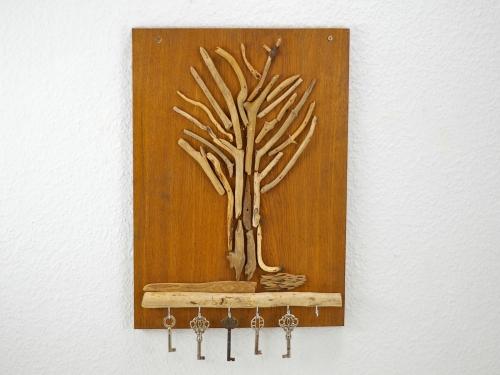 Hakenbrett mit Treibholz
