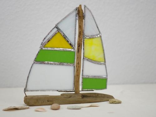 Treibholzboot mit Tiffanysegel