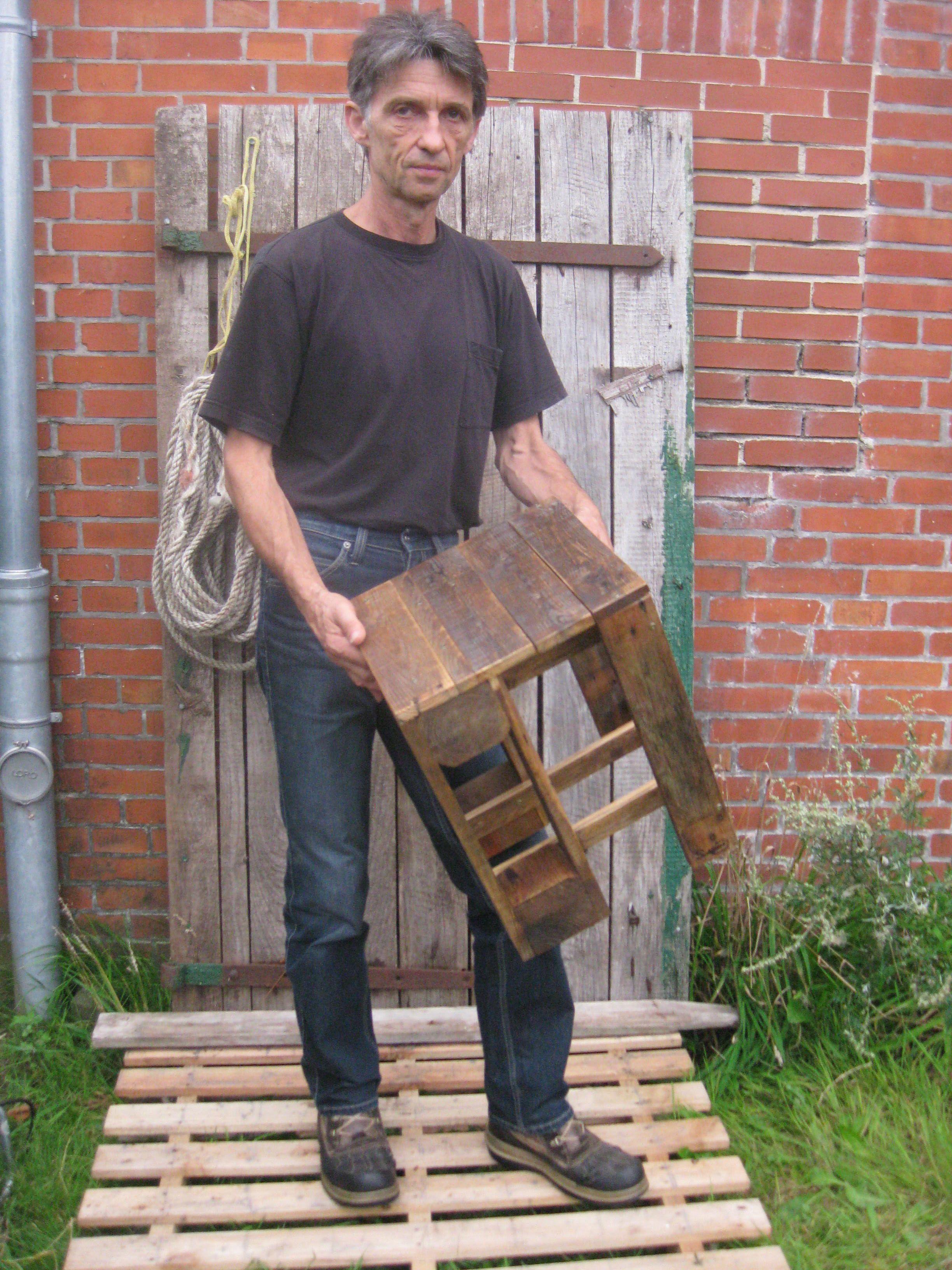 praktischer Holzhocker