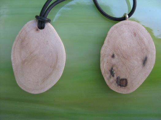 Kettenanhänger aus Baumperlen