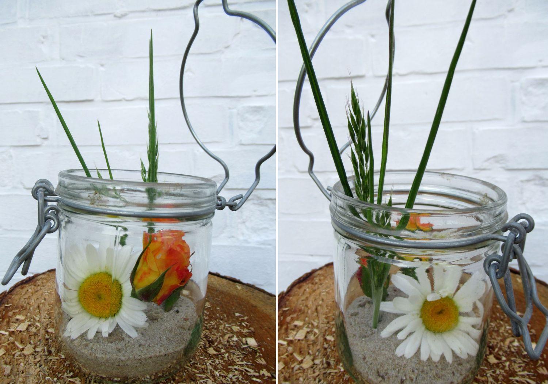 Rosen Dekoration mit Sand in einem Glas. Schöne praktische Tischdekoration