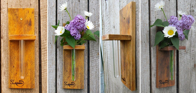 Schöne Gartenblumen in einer selbstgebauten Vase zum Aufhängen,