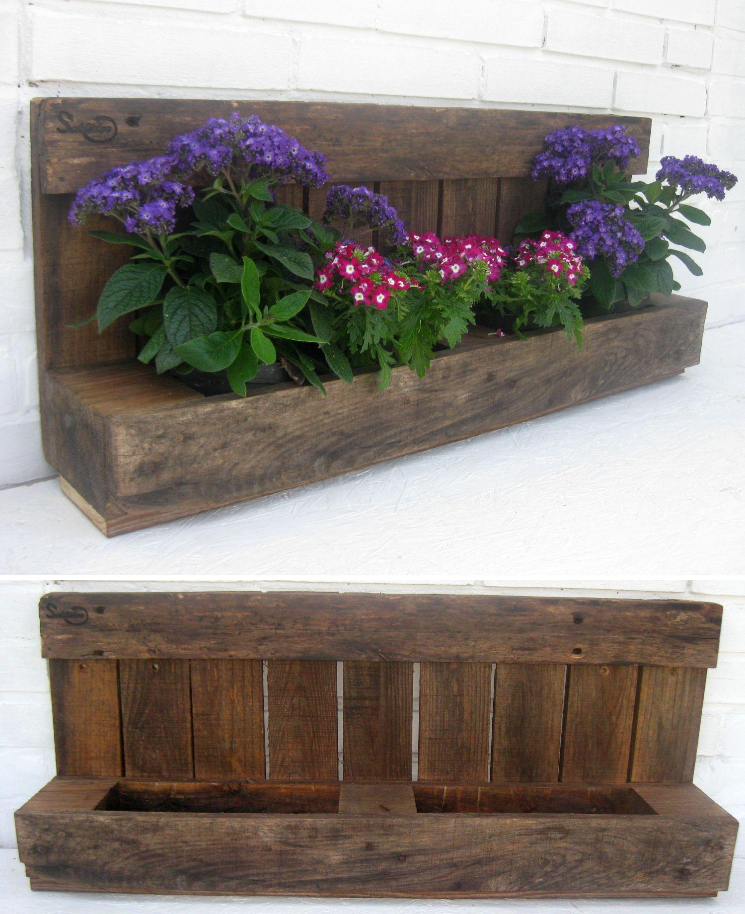 Palettenholzregal als Gartendekoration mit Blumen, Deko Idee für den Garten