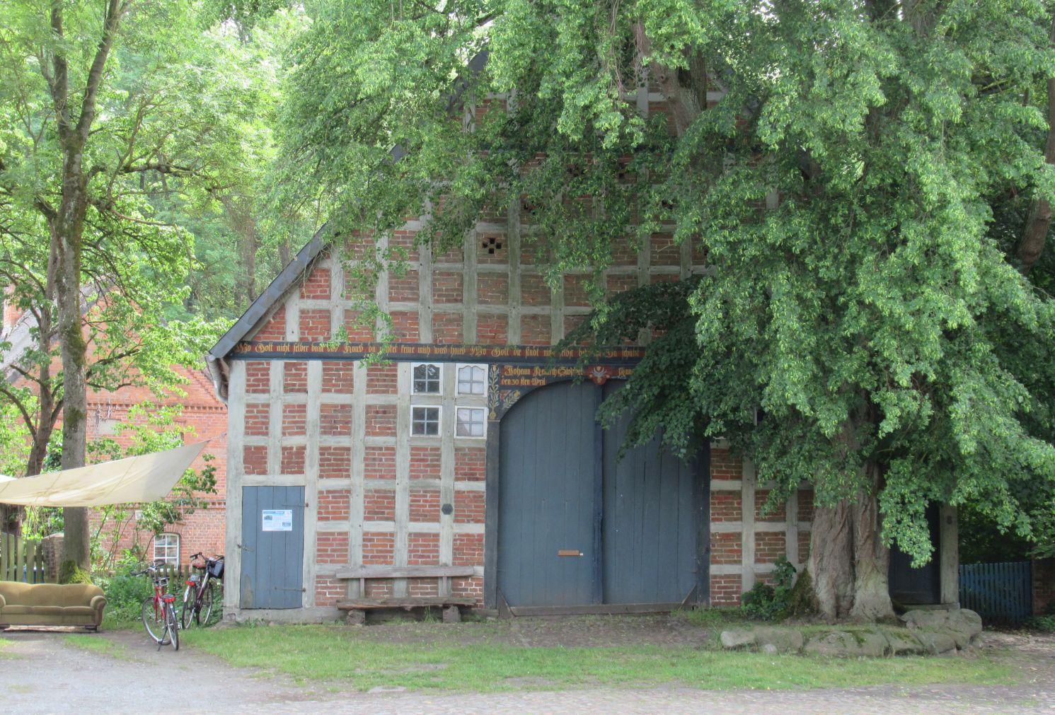 Fachwerkhaus im Wendland. So typisch für diese Gegend. .