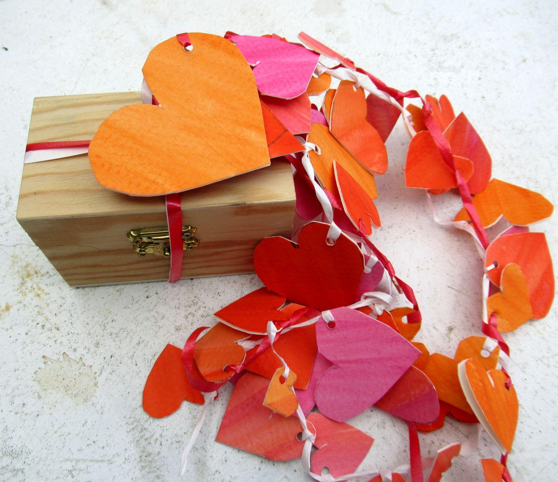 Hochzeitsgeschenk verpacken, Herzen basteln aus Aquarellpapier