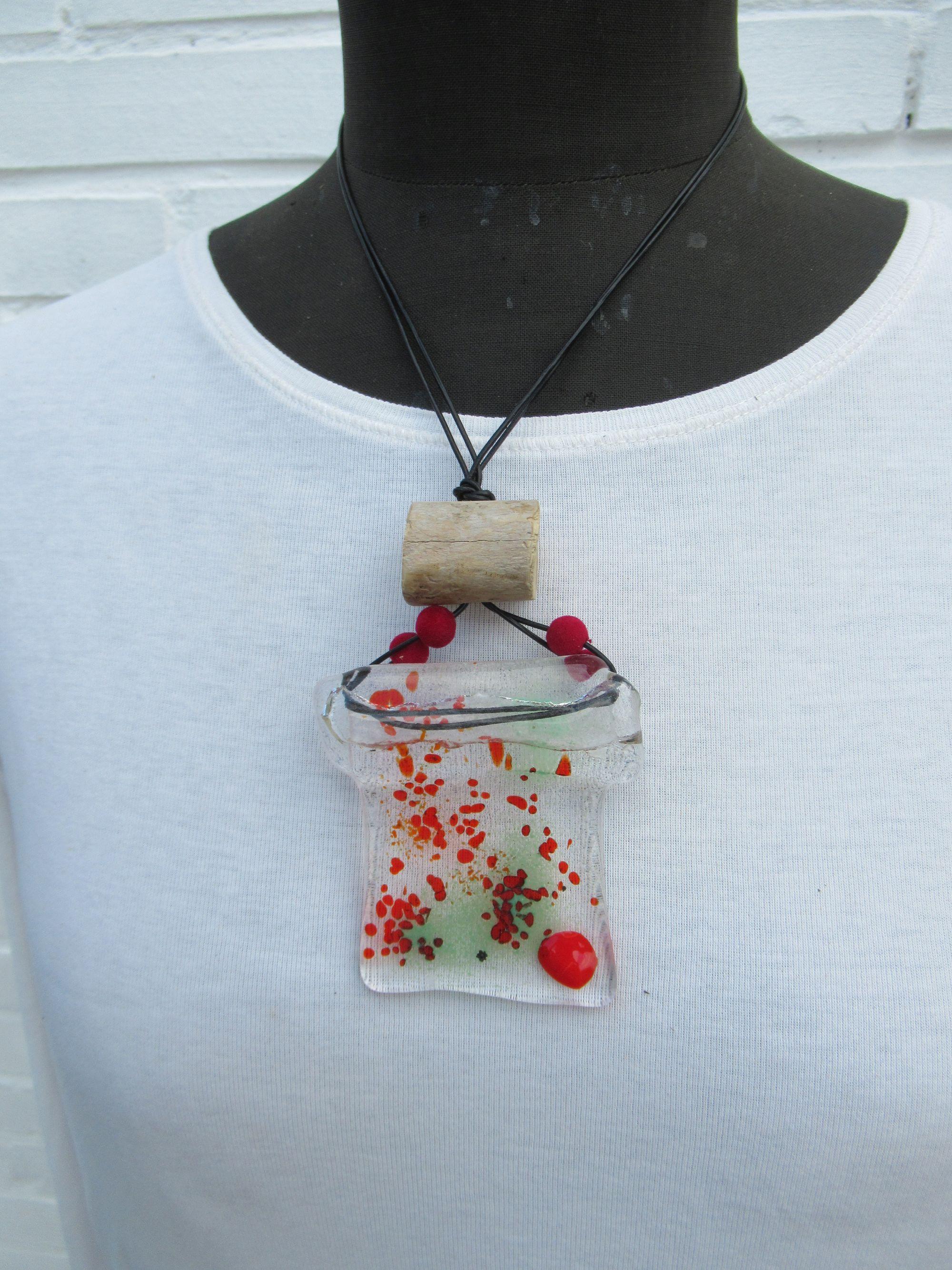 Diy Ideen für Halsketten mit Glas, Holz und Samtperlen