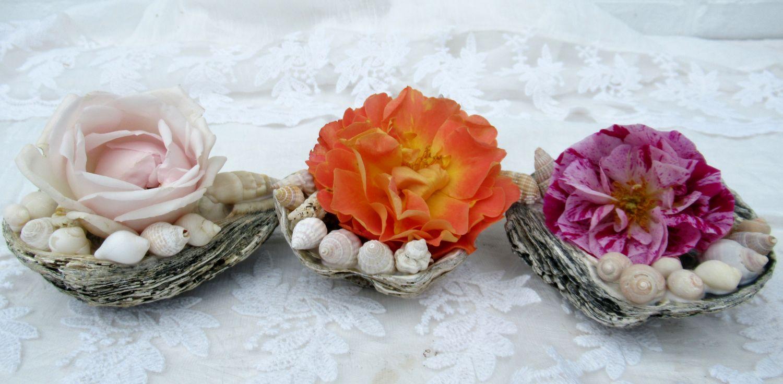 Tischdekoration mit bunten rosen in muscheln, bastel idee