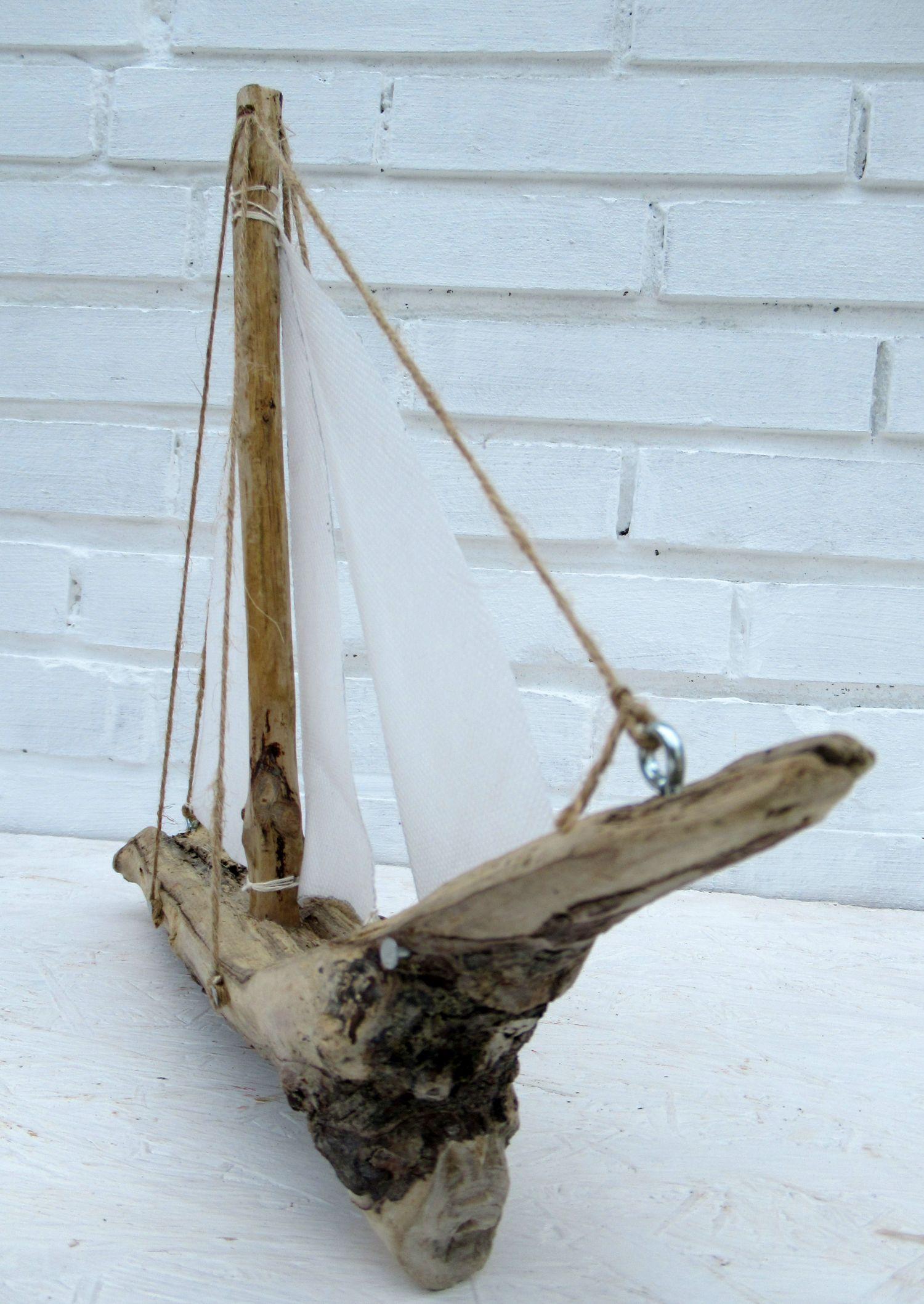 Diy Segelboot mit Treibholz