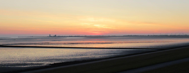 Sonnenuntergang am Meer mit Blick auf Büsum