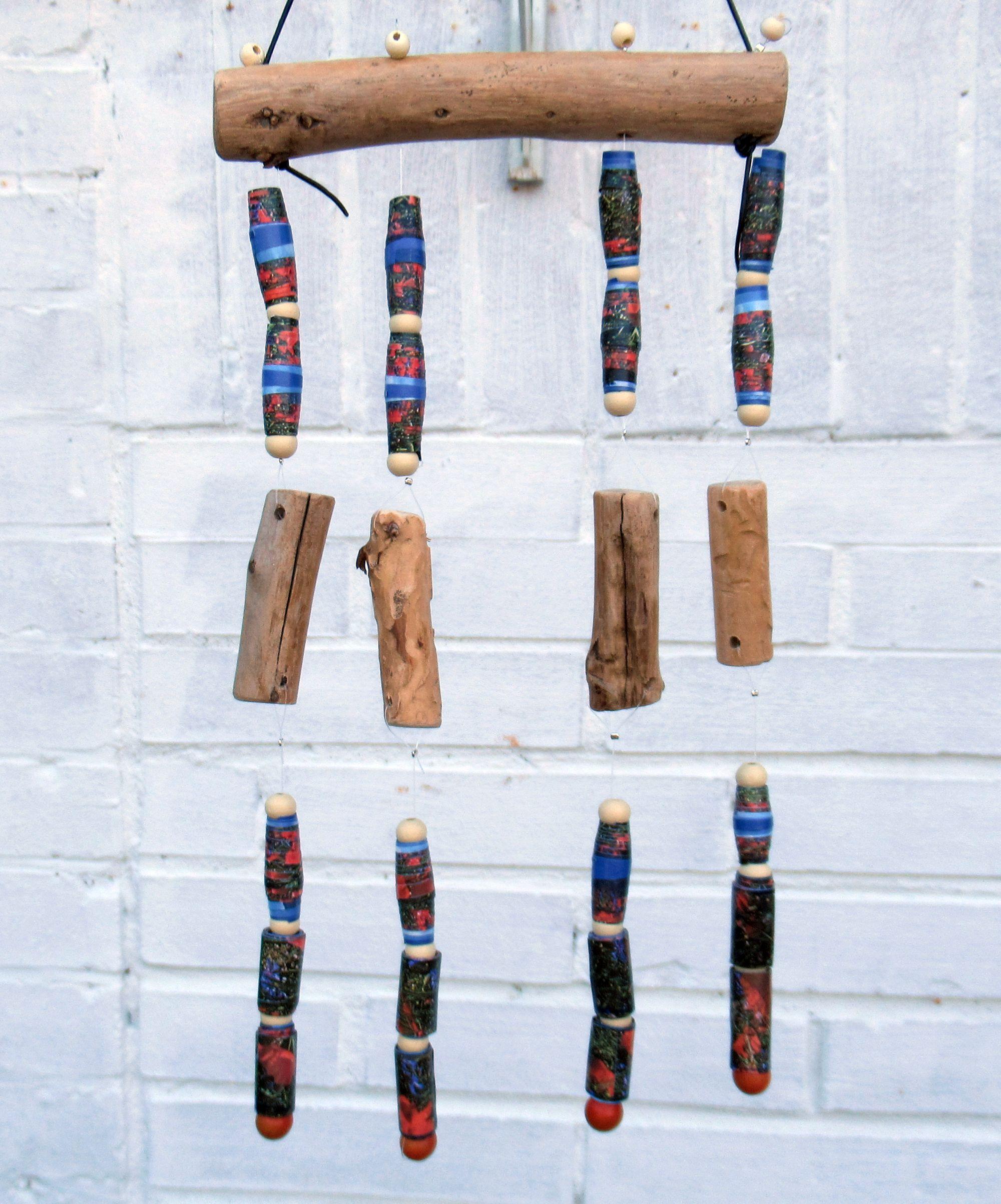 Windspiel aus Treibholz und Papierperlen, diy