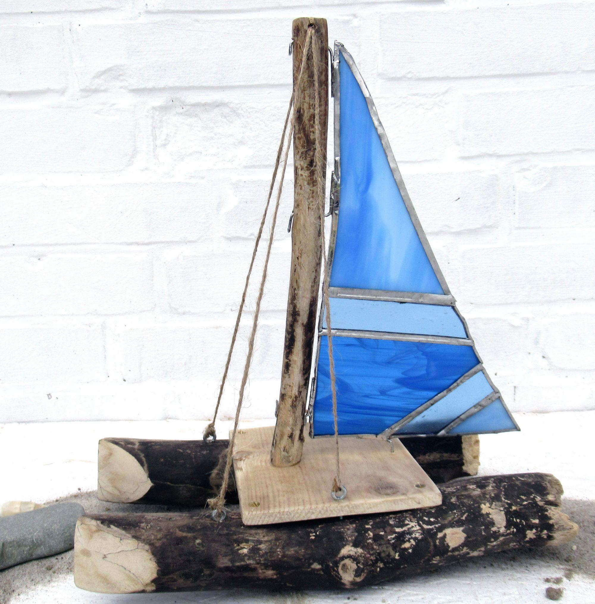 Katamaran gebaut aus Treibholz und Tiffanyglas, schönes zum Wohnen selber machen