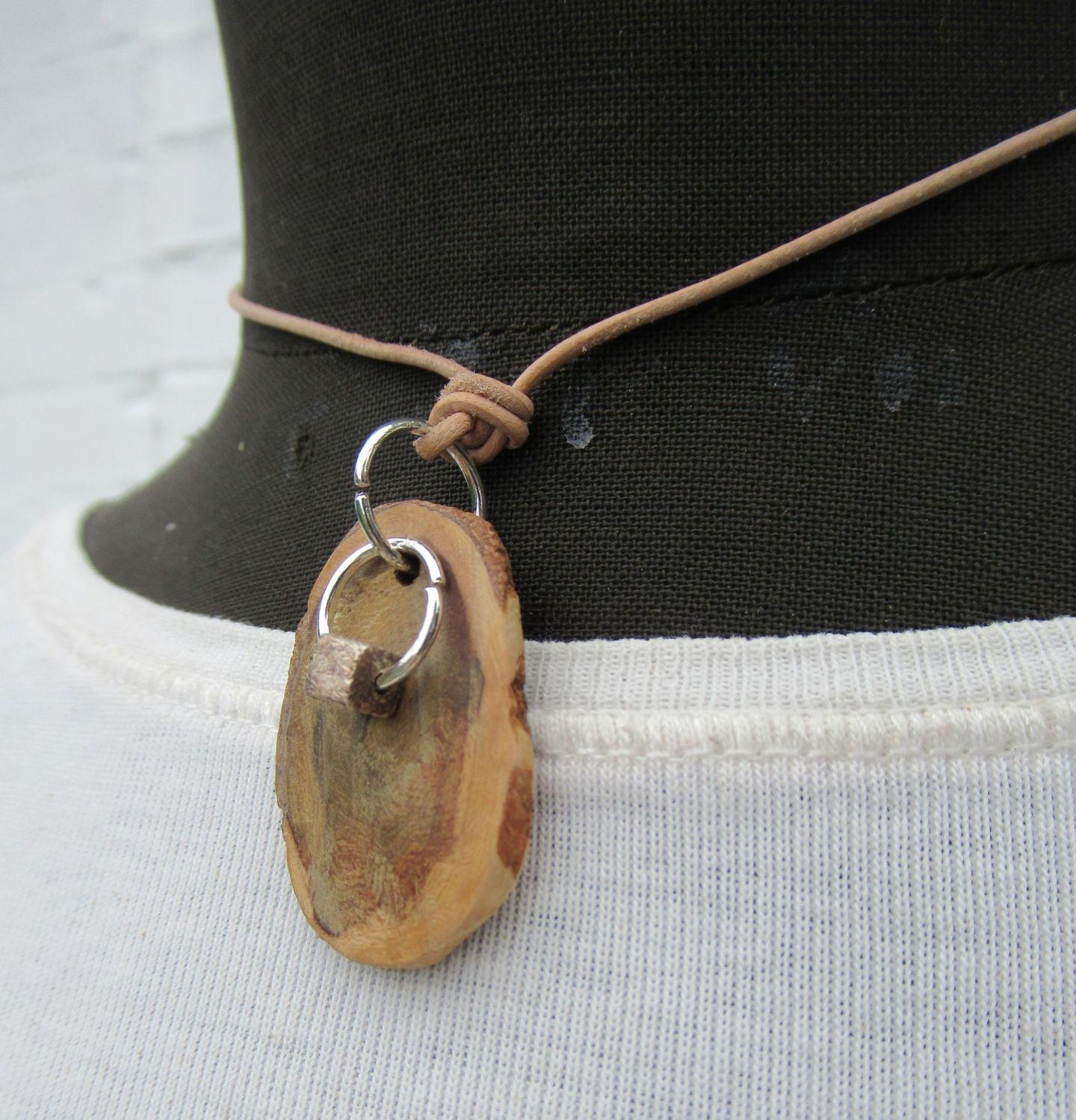 Diy Kettenanhänger aus einer Baumperle kombiniert mit einem kleinen Quadrat aus Silber