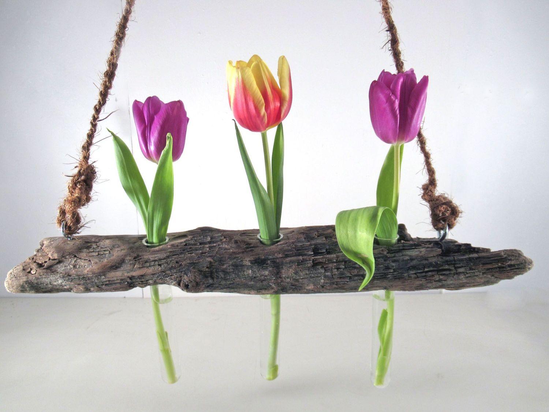 Schöne diy-Idee für Treibholz. Eine Vase zum Aufhängen.