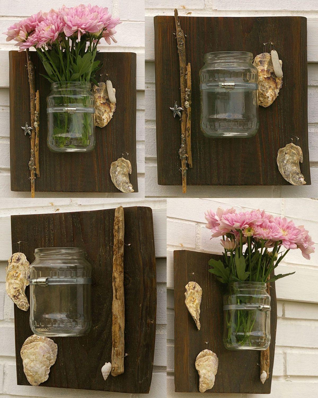Vasen für den Garten auf einem Treibholzbrett. Mit Muscheln dekoriert für den maritimen Touch.