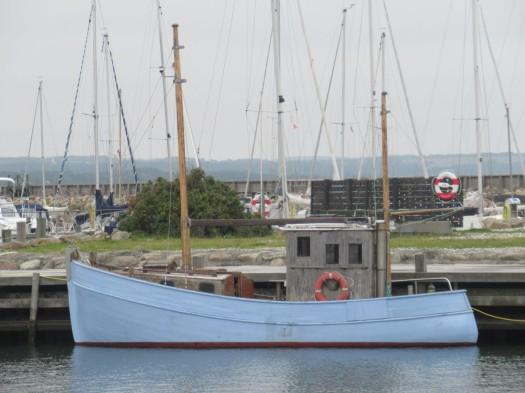 altes Holzschiff im Hafen